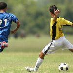 サッカーで強いシュートを打つ方法