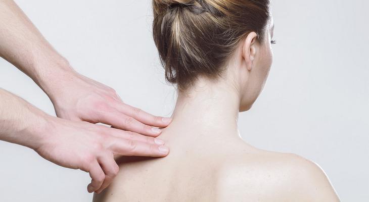 肩・肩甲骨周辺のマッサージ