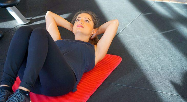 腹筋(シットアップ)で体幹を鍛える方法
