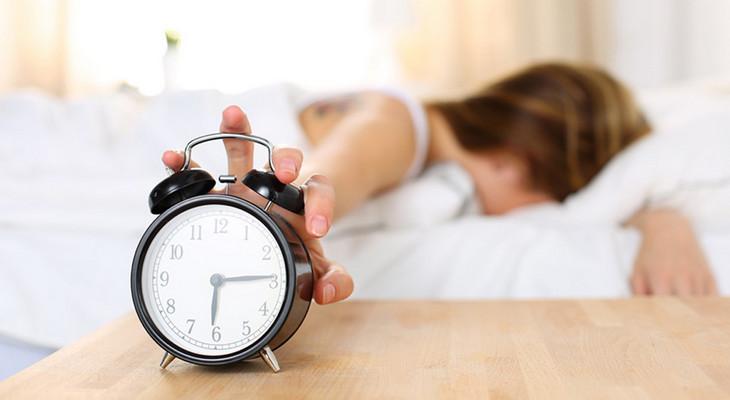 目覚まし時計と疲労の関係