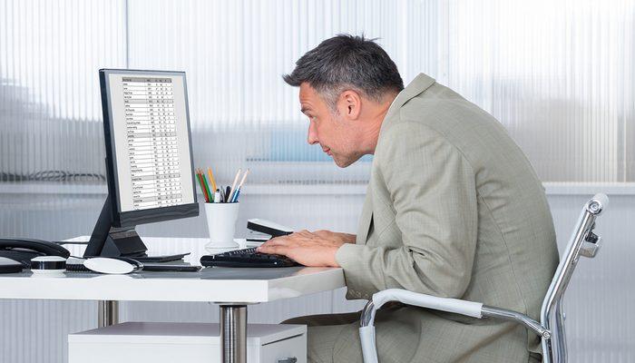 パソコン操作の姿勢(座り方)